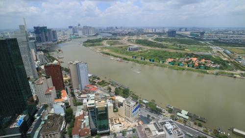 高層ビルも結構ありますが、新旧の街が混在している感じです