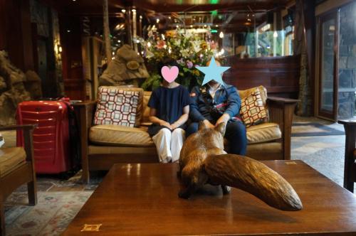 10分前行動の私達w<br />フロントでお迎えのガイドさんを待っている間に、仲良くなったフロントの方に数枚写真を撮っていただきました。