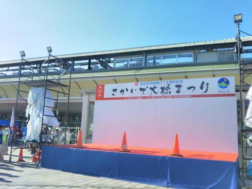 駅前では、夏のイベントが開催中のようです。
