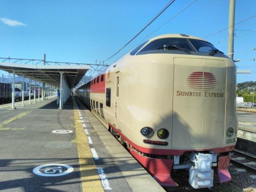 通常は東京~高松間の運行ですが、多客期のみ琴平まで延長運転されています。