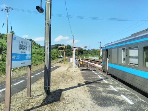 讃岐財田では行き違いのため、しばらく停車します。