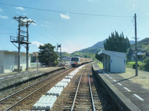 特急列車が走り去っていきました。