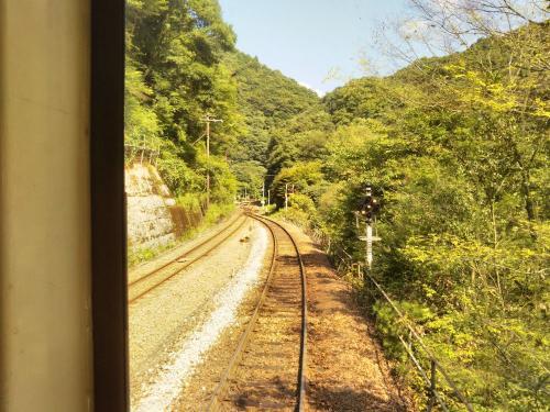 香川県から徳島県に入り、坪尻駅が近づいてきました。