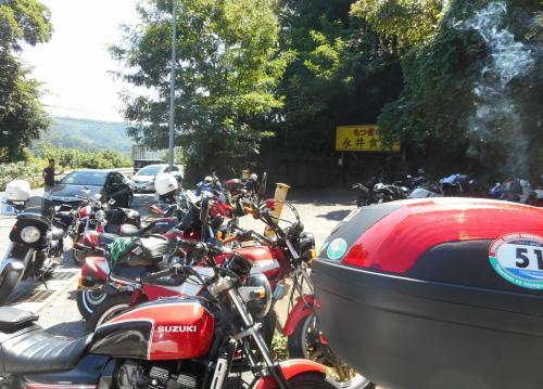 駐車場には43台のバイク Σ(´∀`;)