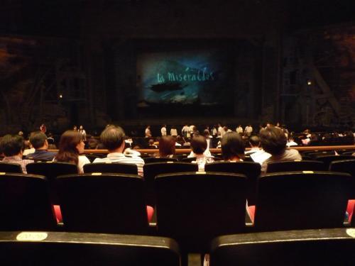 開演前の会場。ここは14000円の席です。<br />