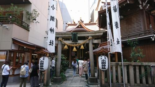 お金の神様!小網神社へ到着。 武蔵国豊島郡入江のあたりに万福庵という観世音と弁財天とを安置する庵がありました。この庵は恵心僧都の開基で、観世音と弁財天も僧都の作と伝えられています。開基の年代は明らかではありませんが、恵心僧都の歴史を考えれば、今からおよそ一千年前ということになります。