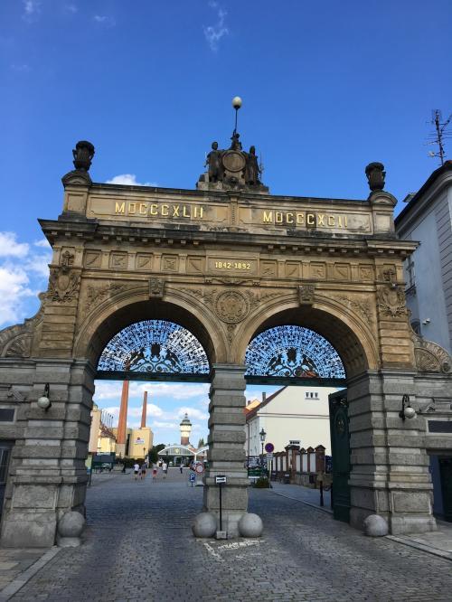 【プルゼニュスキープラズドロイ醸造所】<br />まず、ピルスナーウルケルの醸造所へ。天気もビール日和です(^_^)v