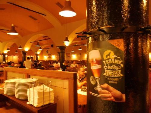 【13:35】<br />醸造所直営のレストラン内へ。