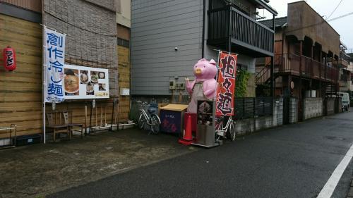 入口のピンク豚が?何故?