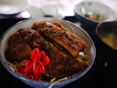 〔日新町 ハトヤ食堂 本店〕<br />福島の名物料理の一つ、ソースカツ丼。<br />800円!美味しく頂きました。