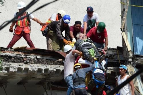 懸命の救助活動が続けられています。どうか、一人でも多くの人の命が救われますように。