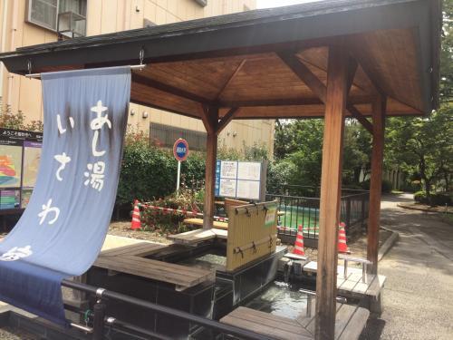 高速バス 石和のバス停に到着したのは11時40分。<br />完全に2時間遅れ。<br />バス停前にあし湯があるが、今回は浸かる余裕なし。