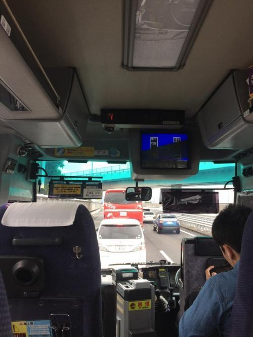 バスに乗るなり、中央道で事故があり、120分遅れの可能性ありと運転手さん。。<br />自動車での遠征の危うさは渋滞で時間が読めないところ。<br />自然渋滞は致し方ないけれど、事故は本当によろしくない。<br />みんなが安全運手すれば事故は回避できる。<br /><br />何より最も辛いのは事故を起こした本人です。<br />自動車で遠征されるみなさんはくれぐれも安全運転お願いします。<br />