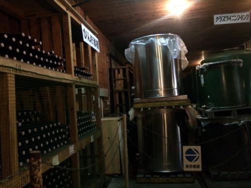 貯蔵庫の中は涼しくて気持ちが良い。<br />ワインの香りだけで酔っぱらいそう。
