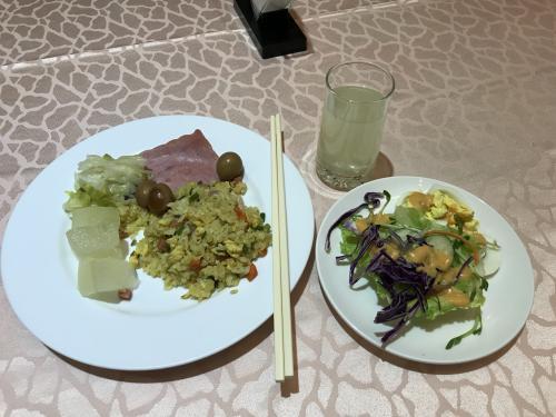 8/13   ホテルの朝食です<br /><br />お味は可もなく不可でもない<br /><br />たっぷりエネルギー補給しました<br />