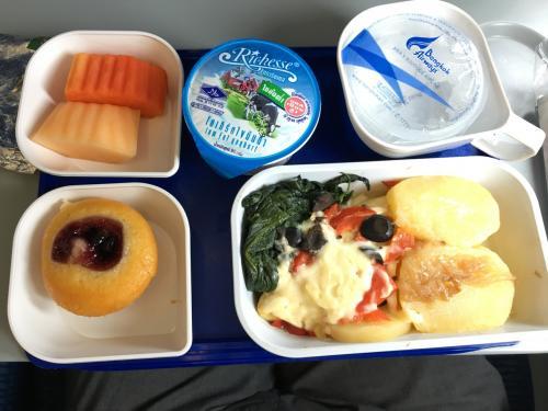 1時間の飛行時間でも機内食でます。