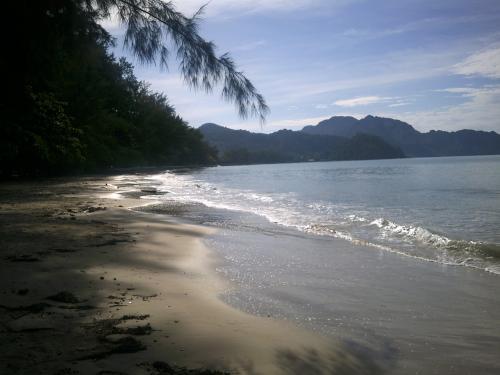 このビーチも非常に美しいですね。