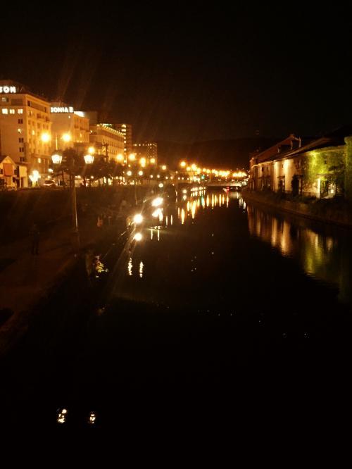 夜は小樽運河をブラブラしました。港町のこの異国情緒たっぷりな雰囲気がたまらなく好きです…歩いているだけでワクワクします…<br /><br /><br />小樽の夜をブラブラし、ホテルへ戻って1日目終了です。