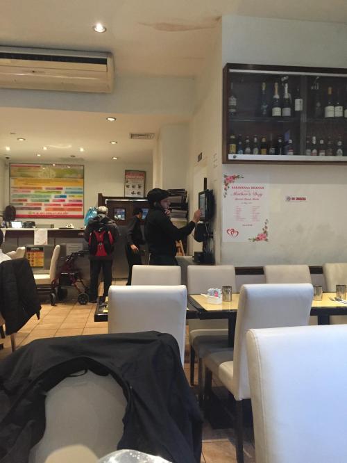 店内です。<br /><br />マンハッタンでは一番インド料理店が密集する地域に位置しているだけあり、お店を利用している人はインド系の人が多かったです。<br />