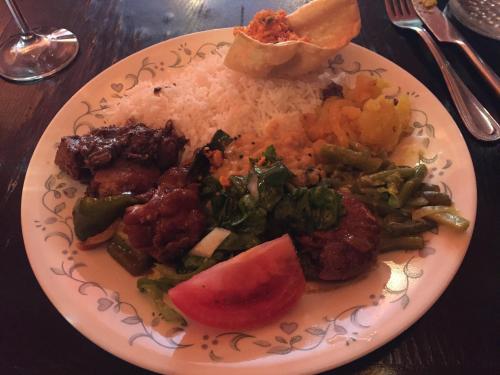 二皿目です。<br /><br />お肉、野菜、ライス等をバランスよく食べられる点もいいです。
