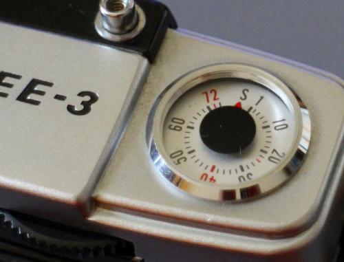 今回お供に選んだフィルムカメラは「OLYMPUS-PEN EE-3」<br />1973年に発売されたハーフカメラです。<br />36枚撮りフィルムで72枚撮影できます。<br />ちびっ子のカメラですが、なかなかいいヤツ。