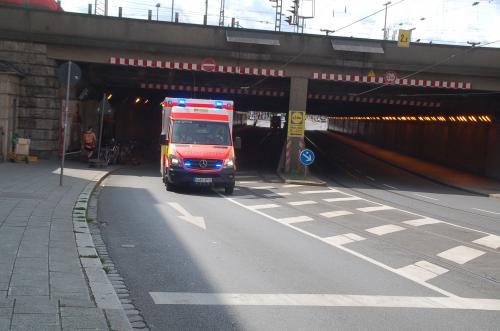 ニュルンベルクに着いて、DB博物館まで歩くまでの途中、ドイツの救急車に遭遇。何と、ベンツだった。