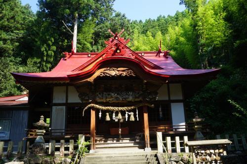 傍らには神社も建っています。<br />美空ひばりのお母さんはここで祈ったのかもしれません。