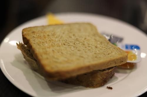 パンの種類もそこそこあったけど、何故かシンプルに食パン(^^;