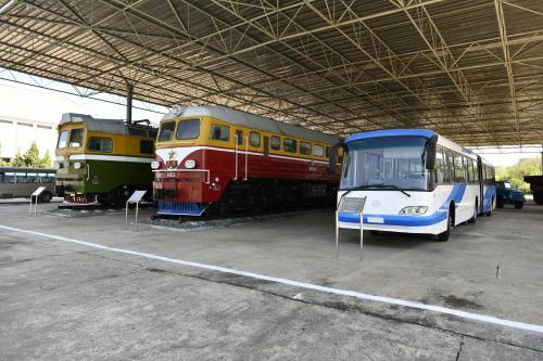 三大革命展示館に展示してある電車とバス
