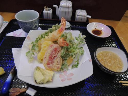 伝説の料理人が営む日本料理たかはし!<br />ここで天ぷらをいただきました。<br />さすが、伝説の料理人でした!<br />味は言う事ないです!<br />