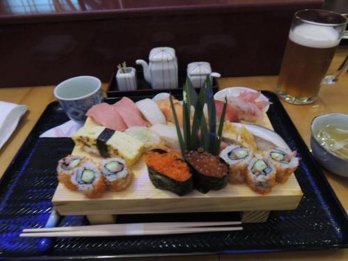 続きまして、金正日総書記もお気に入りの伝説の料理人が握った<br />寿司!最高のディナーでした。