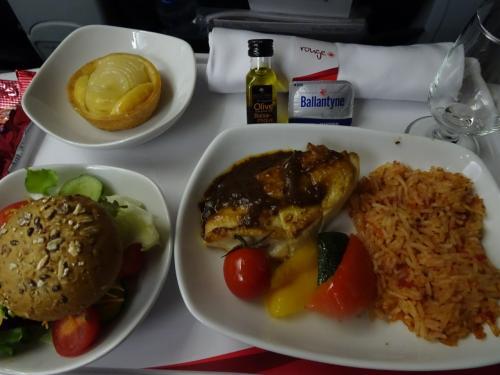 機内食<br /><br />チキンをチョイス。<br />割と美味しかったです。