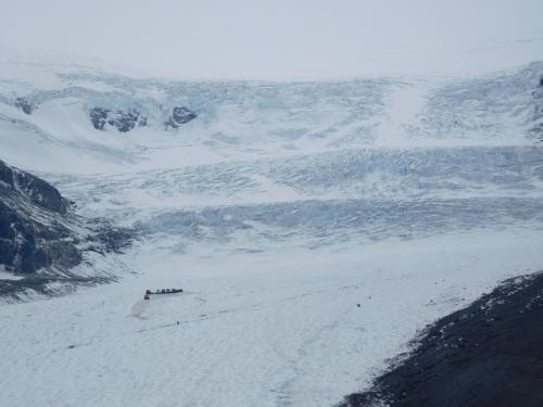 コロンビア大氷原。左下の小さな矩形内が雪上車で行ったあとの行動可能範囲で、少しガッカリ。