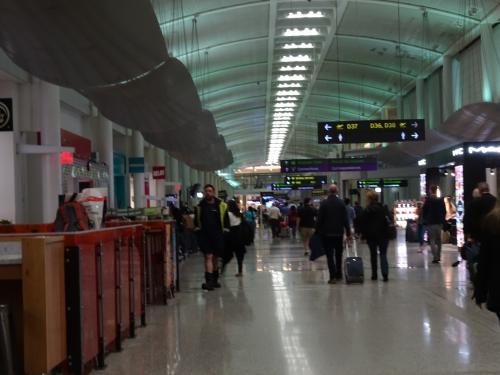 トロント空港<br /><br />ゲートを確認しなかったので、あちこち行ったり来たり。