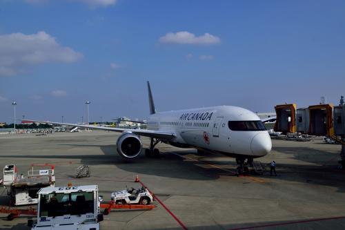 <br />エアーカナダで成田を出発します。<br />