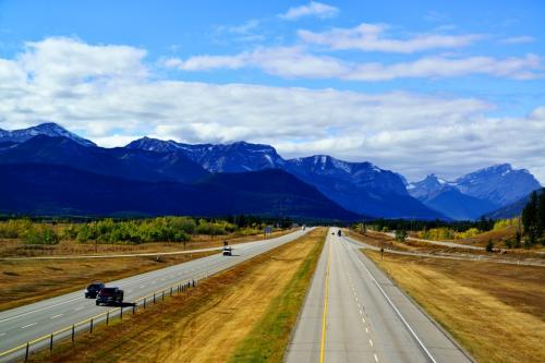 途中トランスカナダ・ハイウェイ1号線と分かれ、カナナスキスへ。