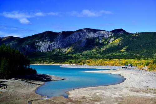山と湖、美しい光景です。<br />