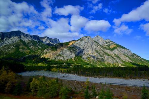 森林限界を超えると岩山、それがロッキーです。