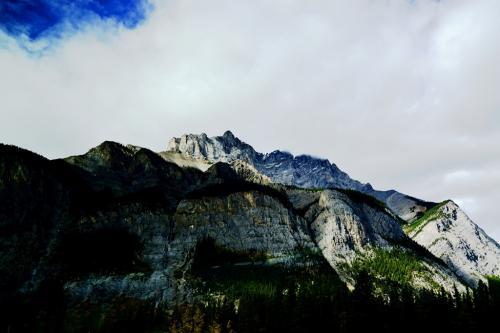 ロッキーの名のとおり、岩山が続きます。