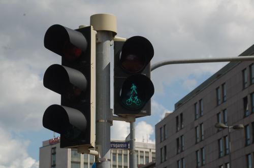 ニュルンベルクの信号機。ここはベルリンではないので、アンペルマンではない。
