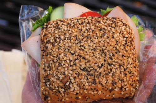 お昼ご飯のサンドイッチを購入。