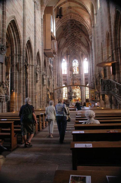 中に入ってみると、いかにもヨーロッパの教会らしい教会だった。