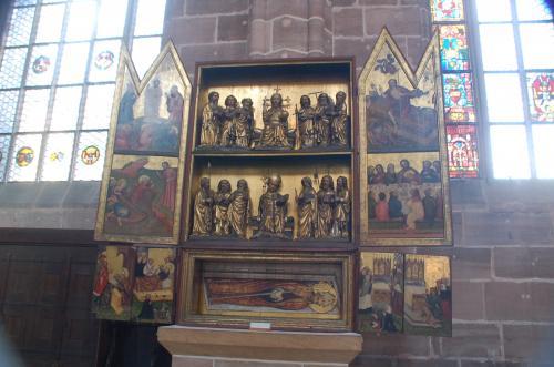 教会と美術品が普通に結びついているところが興味深い。日本で言うところの、寺院に美術品があるのと良く似ている。