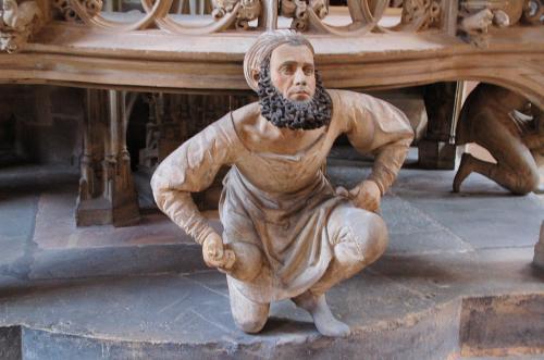「聖体安置塔」と、この塔を作った彫刻家のアダム・クラフト。
