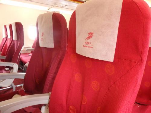 おお、座席が赤いー。<br />中国っぽいです。