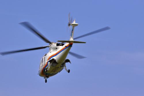 八丈空港を9時20分発。パイロットと補助員、乗客6人で飛び立った。すごい騒音でした。