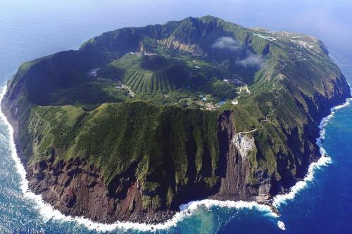 上空から見ると2重カルデラの絶景の島でした。幸いに店移転でラッキーでした。