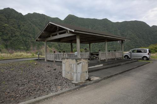 青ヶ島キャンプ場近くにある休憩場で、民宿で戴いたお弁当をここでいただきました。
