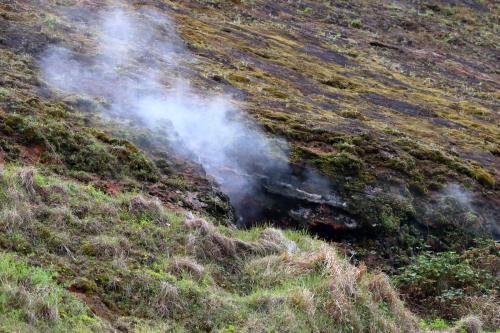 火山の島なのであちこちから噴煙が。