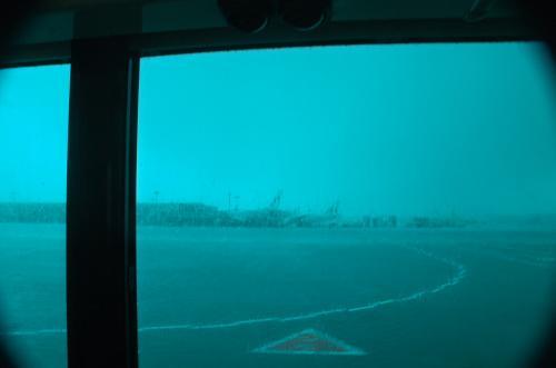 トラブルもなく成田に到着。<br />しかし、窓の外は大雨。<br />これほど大雨の成田国際空港は初めてだった。